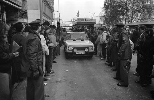 Berlin-Checkpoint-Charly-19891110-26.jpg
